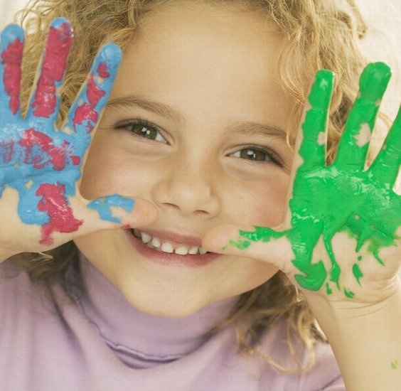 child fingerpaint